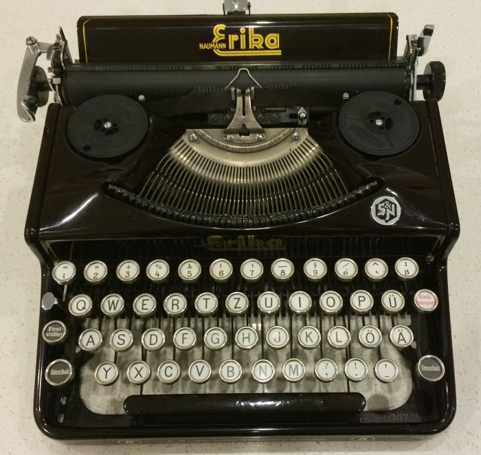 The Seidel & Neumann Erika 5 typewriter.
