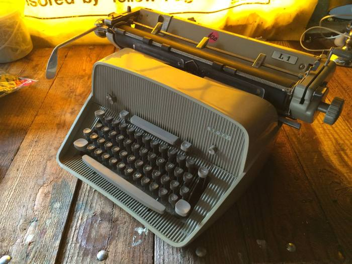 The Stott L1 typewriter