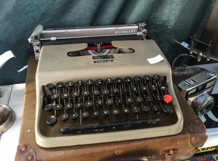Lettera 22 - early model.